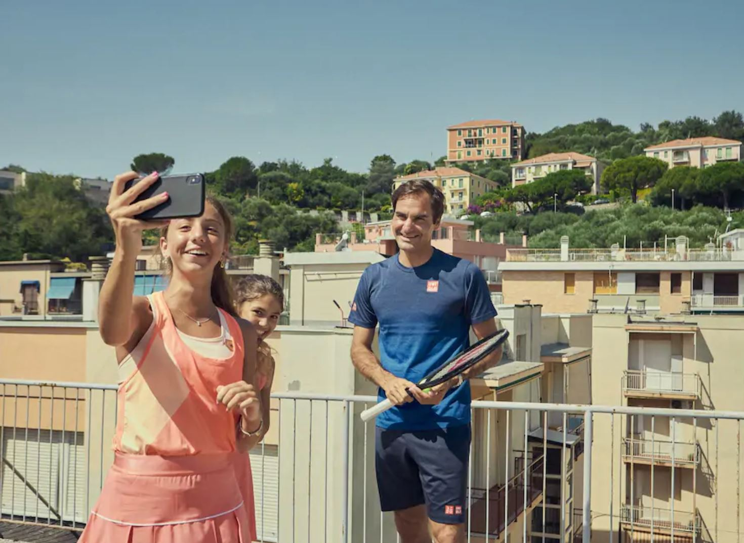Watch: Federer Joins Vittoria and Carola for Rooftop Rally and Pasta in Liguria