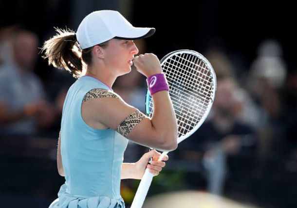 Iga Swiatek Storms Past Bencic for Adelaide Title